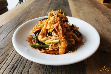 ちくわと豆もやしの韓国風和え物